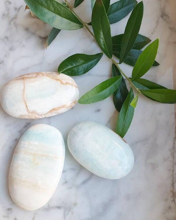 Blå karibisk kalcit ca 110-120 gram