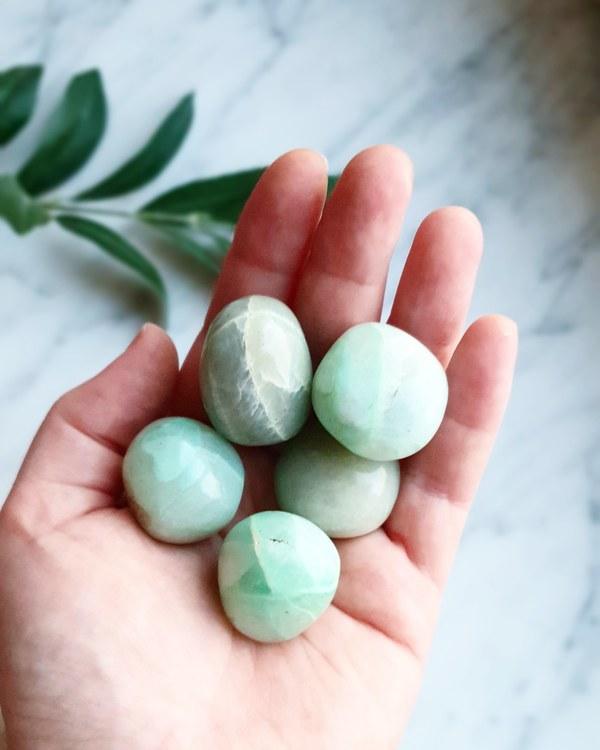 Garnerit, Grön Månsten cuddle stone