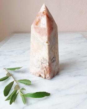 Rosa ametisttorn/obelisk, nr 2, ca 13.5 cm hög