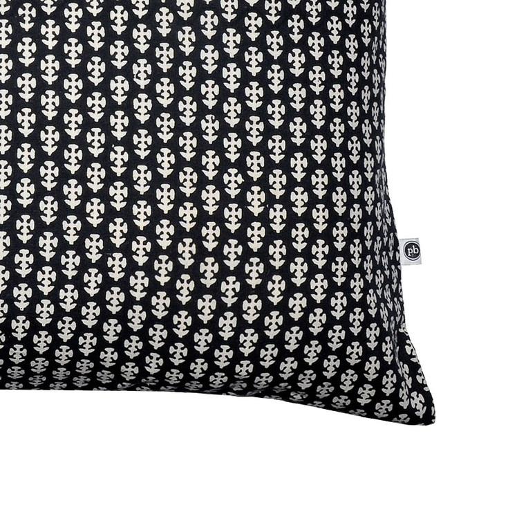 Kuddfodral Nivita i svart offwhite mönster 100% bomull