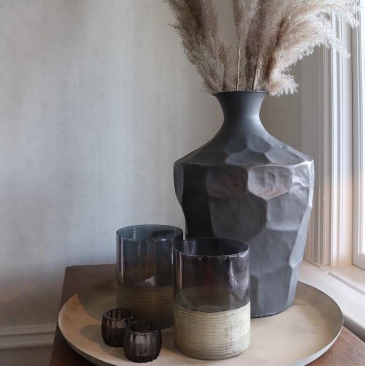 Urna Boden i grå metall och smal hals