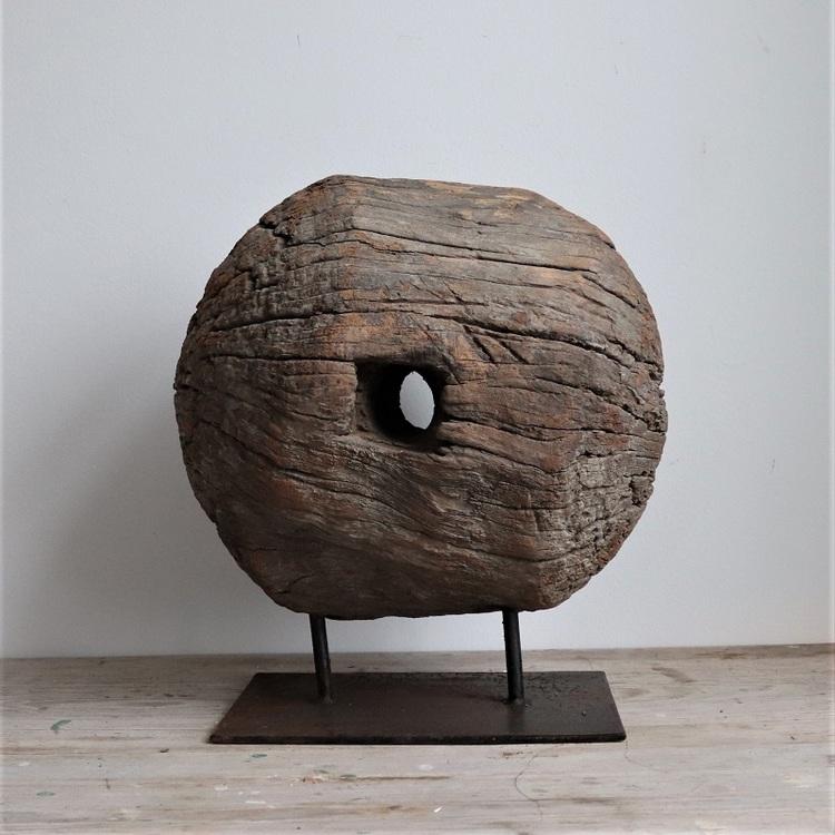 Dekoration av trä på metall stativ, vintage