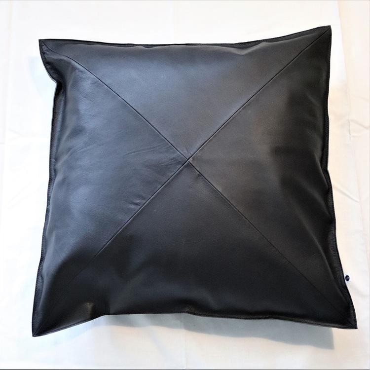Kuddfodral Alice i svart läder