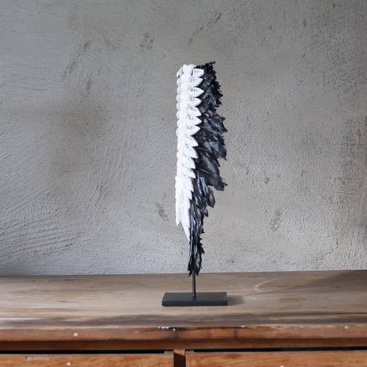 Dekoration Piper av fjädrar och snäckor, svart