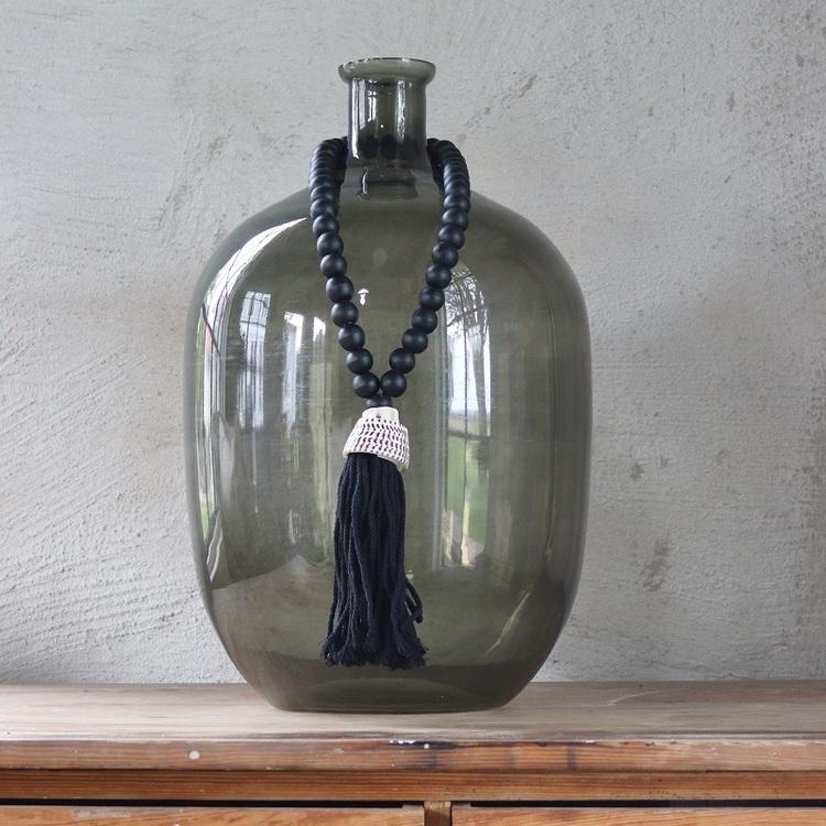 Dekorativ tofs med snäckor, svart