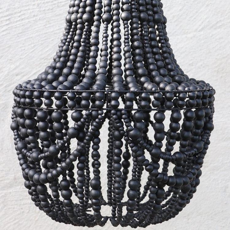 Takkrona av träpärlor, svart