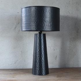 Bordslampa Philly i hamrad metall, 67 cm, svart