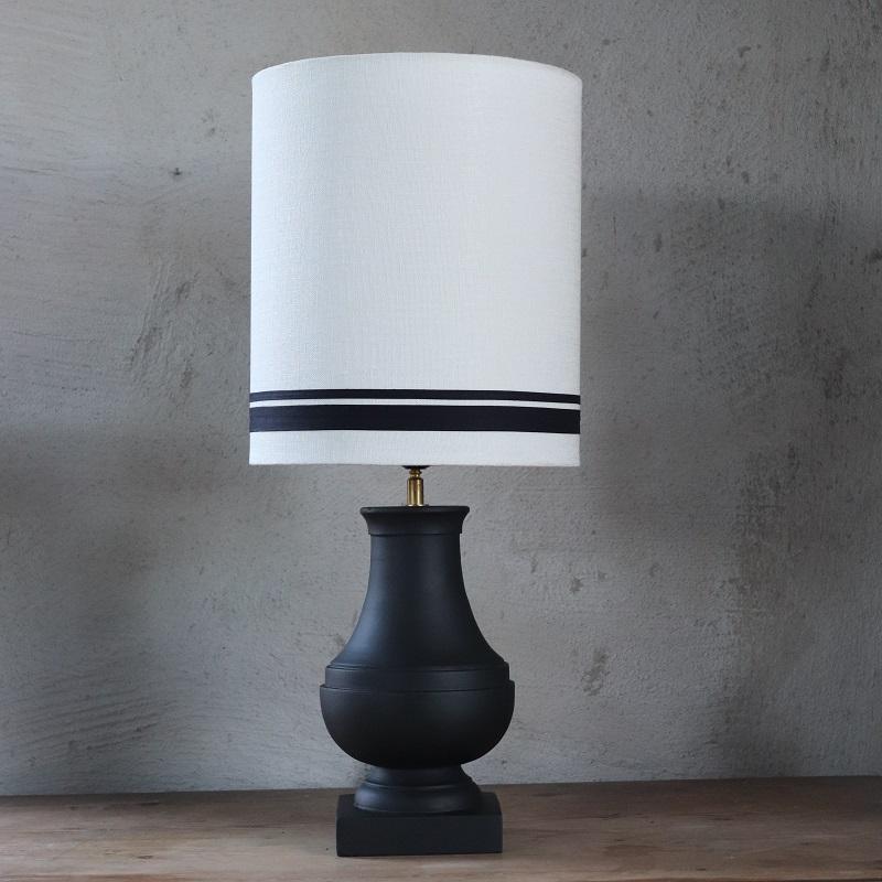 Lampfot Chaton i trä, svart