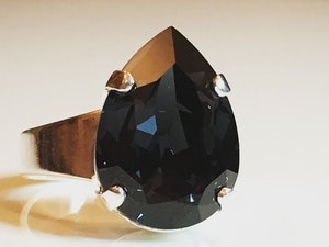 Liz Tear Graphite Ring