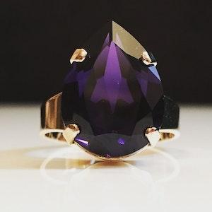 Liz Tear Purple Velvet Ring