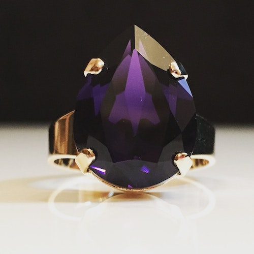 Liz Tear Purple Velvet Ring