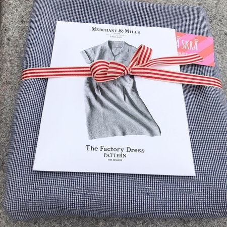 The Factory Dress - hundtand blå