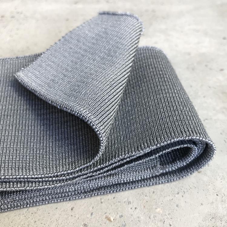 Muddremsa - metallic ljusgrå
