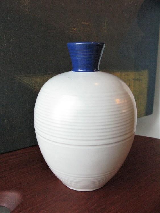 white/blue vase 3114