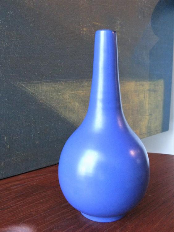 VL blue vase 394