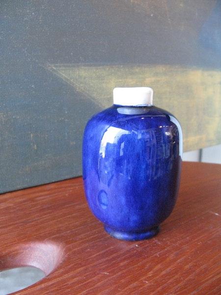 VL blue/white vase 396