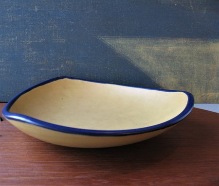 Yellowish/blue bowl 362