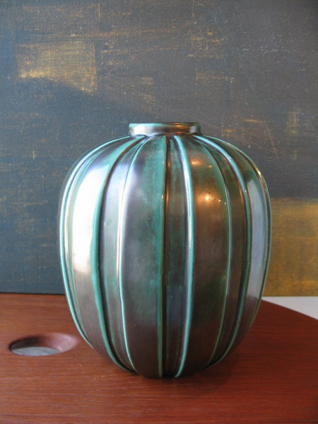 Green vase 322