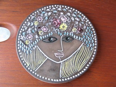 Beata plate or lid