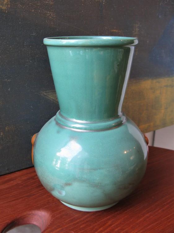 Green vase 112