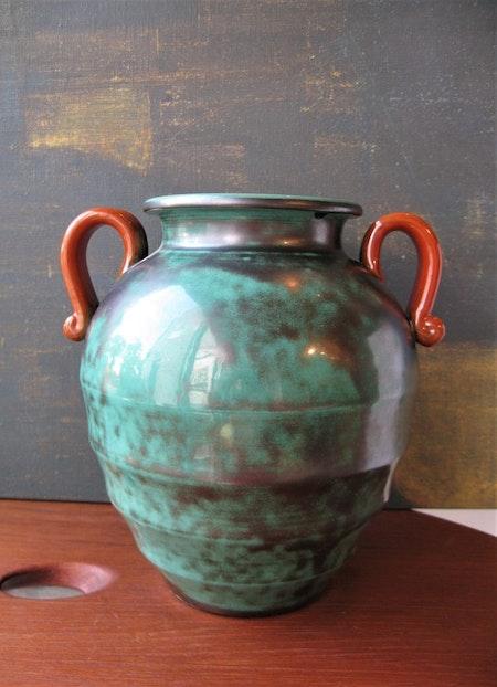 Green vase 2785