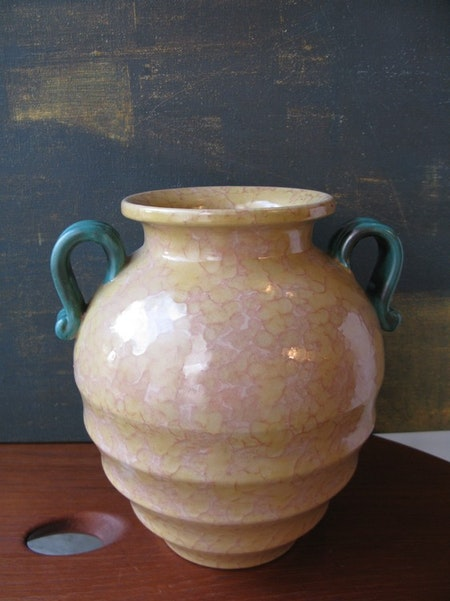 Yellowish vase 2785