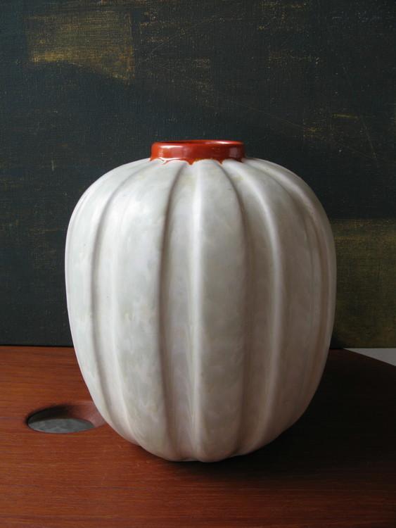 Greyish vase 322
