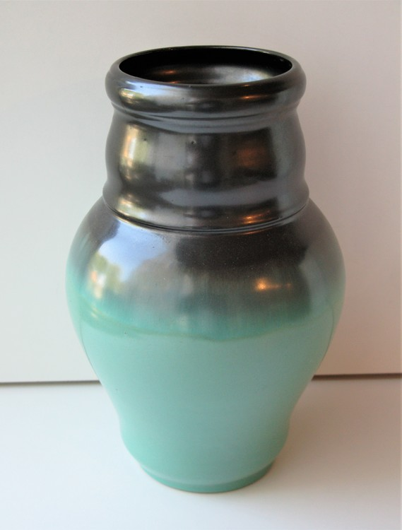 Green vase 1503