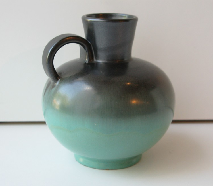 Green/black vase 3276