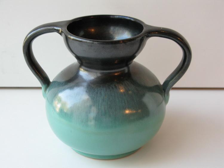 Green/black vase 2721