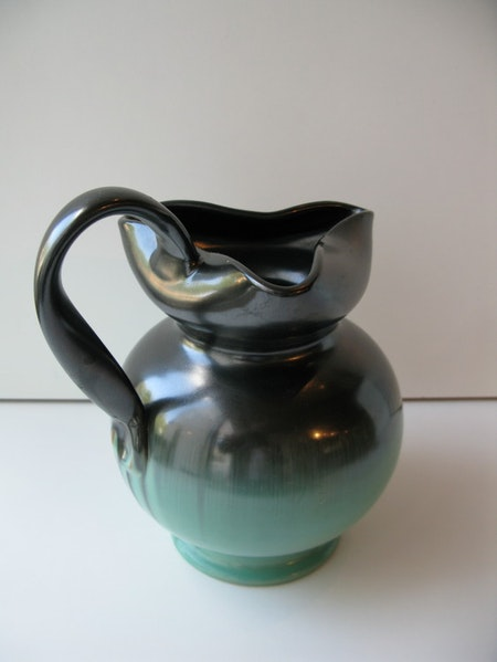 Green/black pitcher 2205