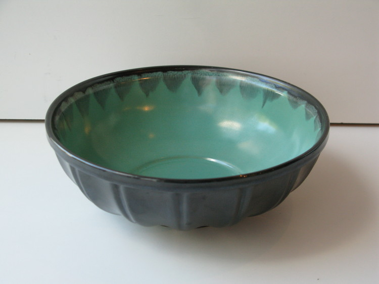 Green/black bowl 139