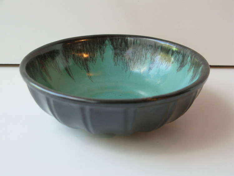 Green/black bowl 140
