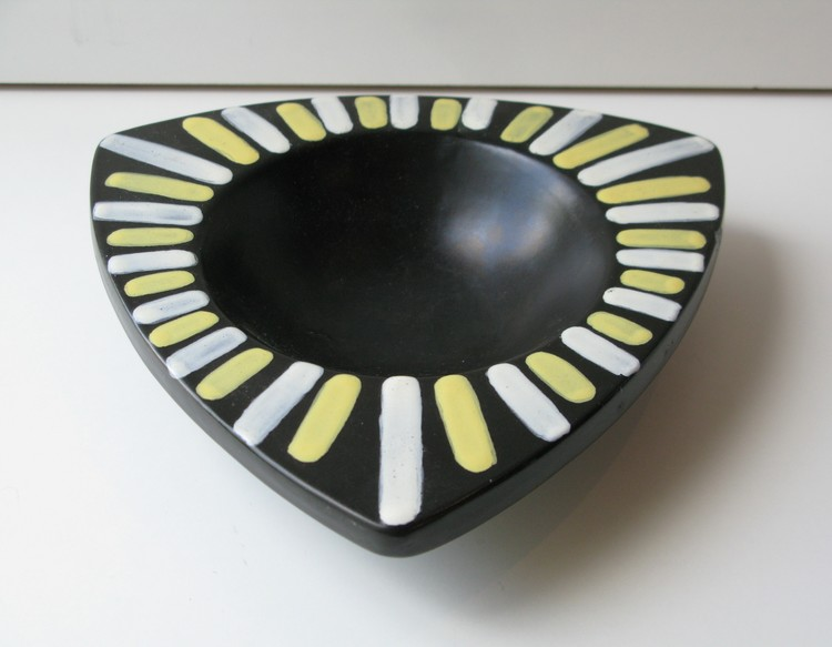 Trio ashtray 5017