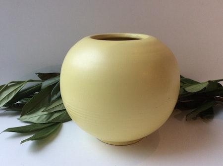 Yellow vase 2616 10