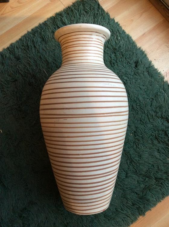 Giant floor vase 16