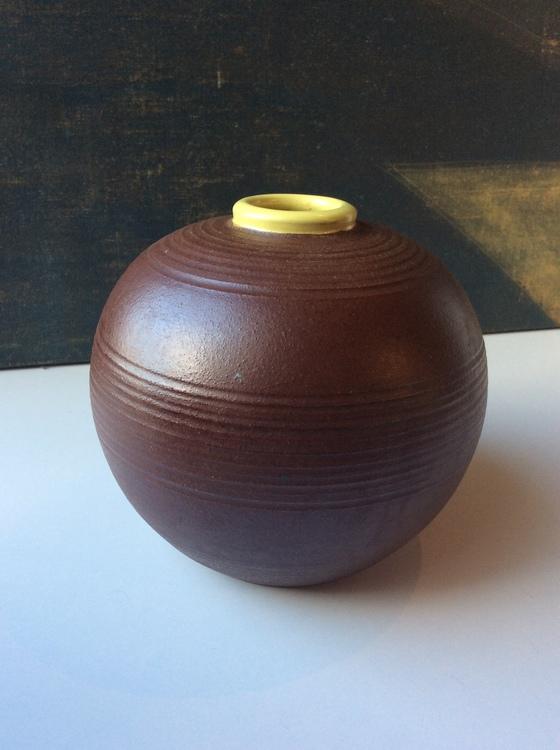 Brown vase 3156