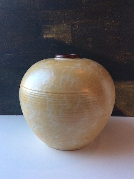 Large vanilla globe vase 3154