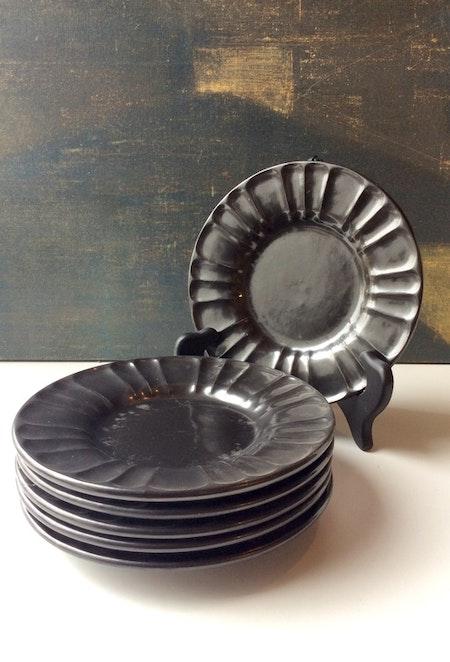 Black small plates 2356 (6)