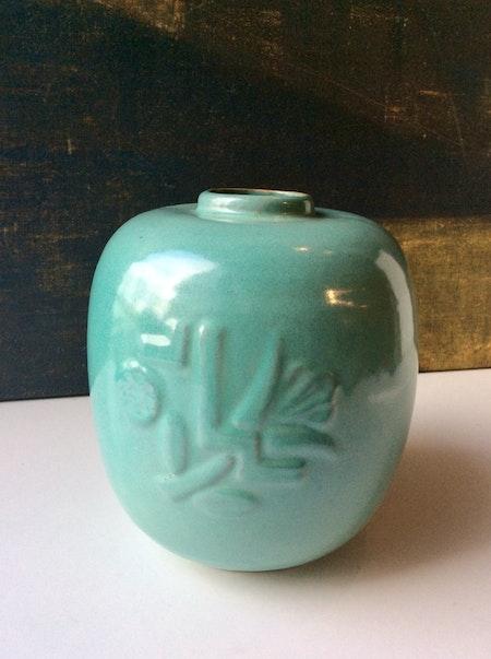 K3 light green vase