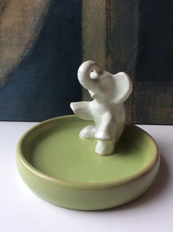 Sitting elephant in green bowl