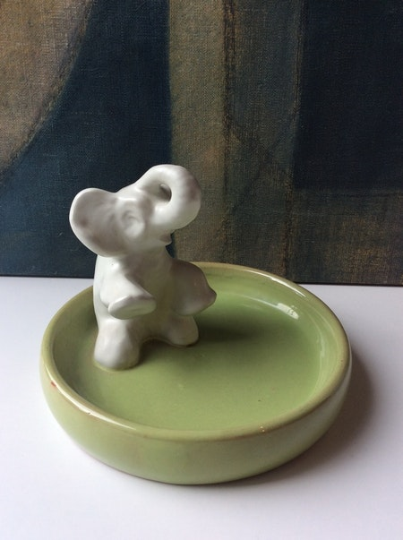 Sitting elephant in green bowl