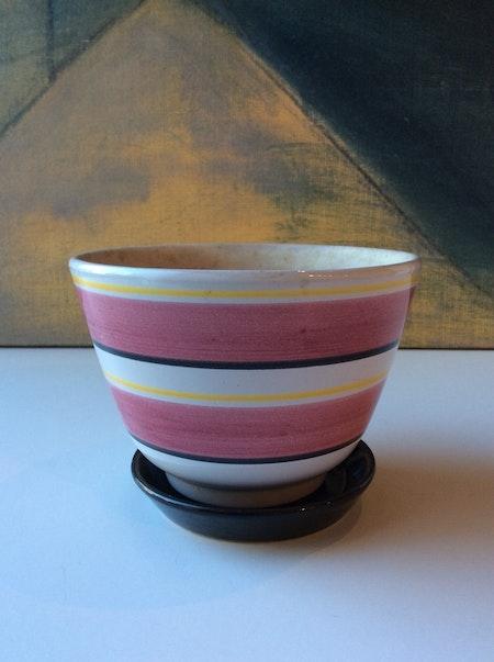 Svea pink flower pot