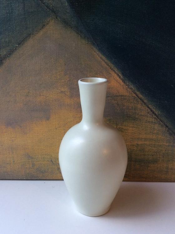 White vase (VL)