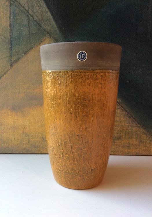 Yellow vase 3061A