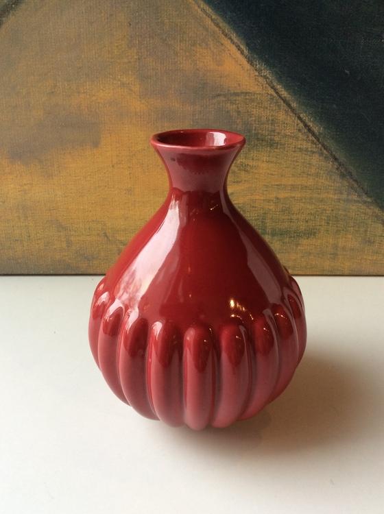 Red vase 780