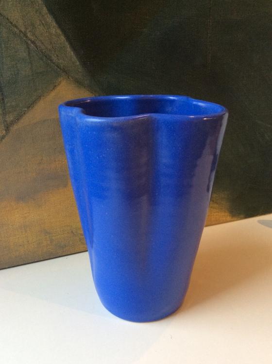 Blue vase 389