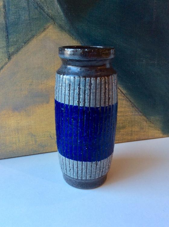 Buster vase 9039S