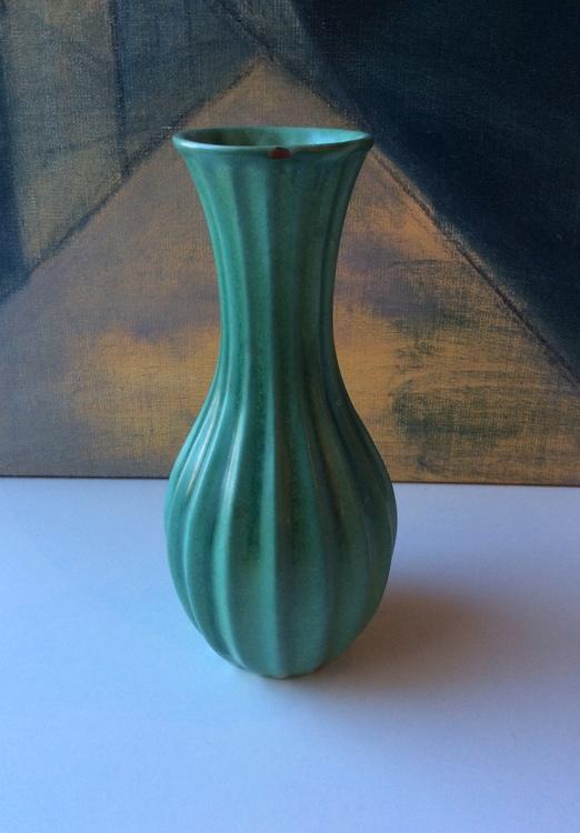 Green vase 96