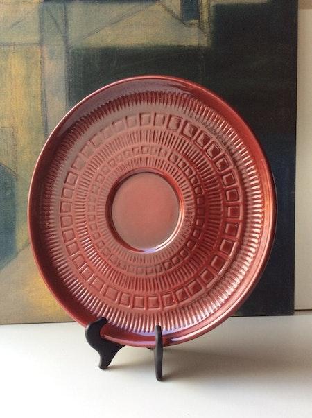 Dark red plate 581